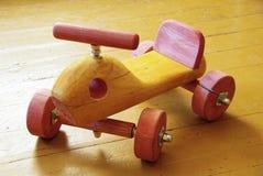 Hölzerner Toy Car Lizenzfreie Stockfotos