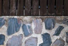 Hölzerner und konkreter Steinboden Stockfoto