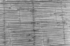 Hölzerner weißer schwarzer Bambushintergrund Lizenzfreies Stockfoto