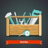Hölzerner Werkzeugkasten voll Ausrüstung Stockfotografie