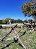 Hölzerner Zaun außerhalb der Gebirgsbach-Strecke, Texas Stockfotografie