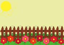 Hölzerner Zaun und Blumen Stockbild
