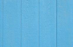 Hölzernes Abstellgleis des blauen Stalles lizenzfreie stockfotografie