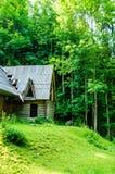 Hölzernes altes verlassenes Haus Stockfoto