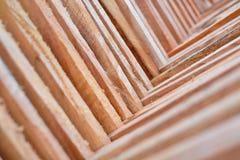 Hölzernes Bauholz benutzt für Bau Stockfoto