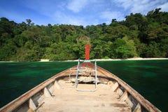 Hölzerne Überschrift des langen Schwanzes zur schönen Insel Lizenzfreies Stockfoto