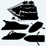 Hölzernes Boot mit Paddeln, Segelschiff und Luxus yacht Lizenzfreie Stockfotografie