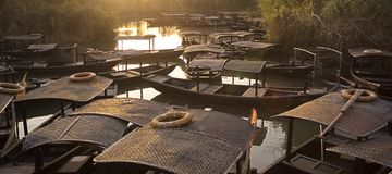 Hölzernes Boot Xixi im Feuchtgebiet Lizenzfreies Stockbild