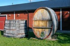Hölzernes Bottich- und Weinfaß der Weinlese lizenzfreies stockbild