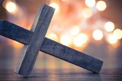 Hölzernes christliches Kreuz Stockbild