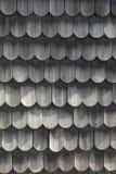 Hölzernes Dach - alte traditionelle Methode für die Überdachung - überdachen Sie Schindeln stockbild