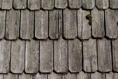 Hölzernes Dach - alte traditionelle Methode für die Überdachung stockbilder