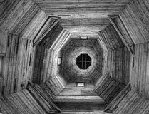 Hölzernes Dach der Kirche Stockfotos