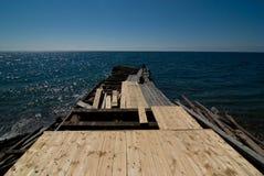 Hölzernes Dock im Aufbau Lizenzfreie Stockfotos