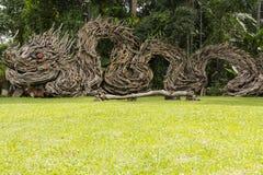 Hölzernes Drachesymbol von Thep-Tha-Ro in Huay-Yodstadt von Trang in Thailand, October-25-2016, summen herein laut Stockfoto