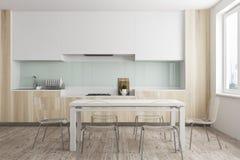 Hölzernes Esszimmer und Küche Lizenzfreies Stockbild