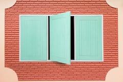 Hölzernes Fenster der Knickente Stockbild