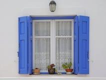 Hölzernes Fenster in Griechenland Stockfotografie