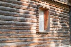 Hölzernes Fenster im Haus Stockfotos