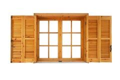 Hölzernes Fenster mit den Fensterläden geöffnet stockfoto