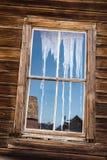 Hölzernes Fenster und Reflexion Lizenzfreies Stockfoto