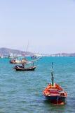 Hölzernes Fischerboot auf Meer bei Hua Hin Thailand Lizenzfreie Stockfotografie