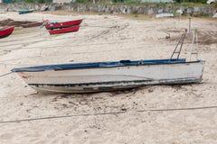 Hölzernes Fischerboot verankerte stockfoto