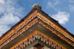 Hölzernes geärgertes Dach Stockfotografie
