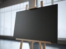 Hölzernes Gestell mit einem leeren schwarzen Segeltuch im modernen Innenraum Lizenzfreie Stockfotografie