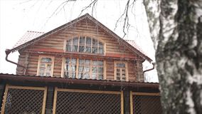 Hölzernes Haus im Holz antikes hölzernes Dorf im Herzen von Europa Architektur von einem hölzernen Blockhaus Lizenzfreie Stockbilder