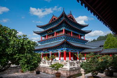 Hölzernes Haus Lijiang, Yunnan-Bodenrollen Stockfoto