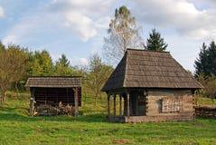 Hölzernes Haus und zusätzlicher Aufbau Stockfoto
