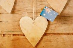 Hölzernes Herz mit australischer Flagge Lizenzfreie Stockbilder