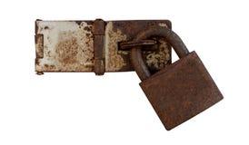 hölzernes Kabinett der alten Tür mit Sicherheit der alte Schlüsselverschluß auf Weiß Lizenzfreies Stockbild