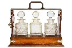 Hölzernes Kabinett der Weinlese mit Glasflaschen stockfotografie