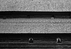 Hölzernes Kirchendach stockbilder