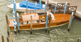 Hölzernes klassisches Boot lizenzfreie stockbilder
