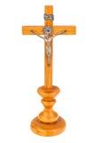 Hölzernes Kreuz auf Weiß Stockfotos