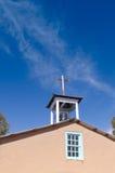 Hölzernes Kreuz mit Bell Lizenzfreies Stockbild