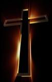 Hölzernes Kreuz mit Strahlen Stockfotos