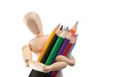 Hölzernes Mannequin und Set Farbenbleistifte lizenzfreies stockbild