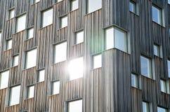 Hölzernes Museumsgebäude mit Fenstern in Schweden Stockfotografie