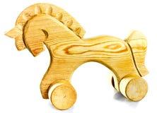 Hölzernes Pferd auf Rädern Stockfotografie