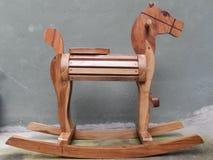 Hölzernes Pferd Toy Old House Lizenzfreie Stockbilder