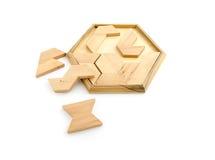 Hölzernes Puzzlespiel lokalisiert auf Weiß Stockfotos