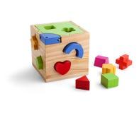 Hölzernes Puzzlespielspielzeug mit den bunten Blöcken lokalisiert über Weiß lizenzfreies stockfoto