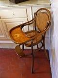 Hölzernes Schätzchen-hoher Stuhl Lizenzfreies Stockbild