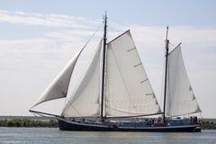 Hölzernes Segelboot der Weinlese Lizenzfreie Stockfotos