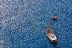 Hölzernes Segelnbootssegeln Lizenzfreie Stockbilder