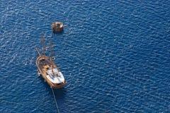 Hölzernes Segelnbootssegeln Stockfoto